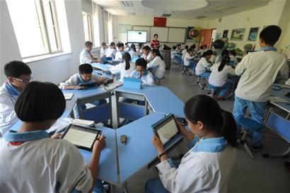 青岛中小学明年将应用校园一卡通 试点推广智能机器人教学
