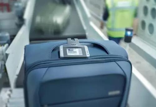 加拿大终于用上电子行李牌了,省时、省力又防丢!