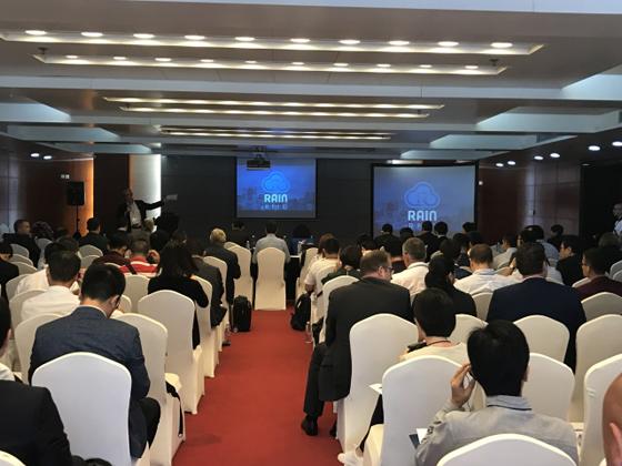 """近日,以""""万物互联,桥接东西""""为主题的全球RAIN联盟会议首次在中国举行,以专注的态度、统一的声音,积极促进行业与消费者对UHF RFID技术的了解,并致力于加速UHF RFID的发展和UHF RFID在全球商业与消费领域的应用。"""