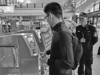 """铁路宁波站乘车进入""""刷脸""""时代 旅客进站速度提升4倍"""